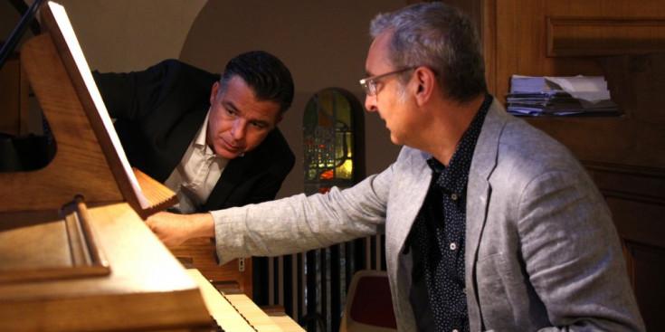 Marc Pons i Ignacio Ribas davant l'orgue, ahir.