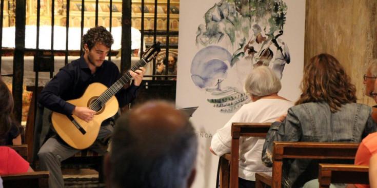 Actuació de David Font a l'església de Sant Climent de Pal.