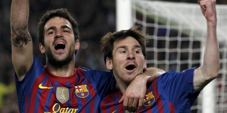 Cesc Fàbregas i Leo Messi celebren un gol al Camp Nou.